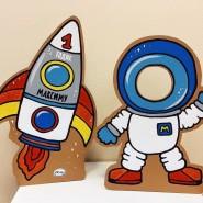 Мастер-класс по росписи деревянной дощечки «Космонавт» фотографии