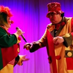 Спетакль «Приветик, интернетик,или Невероятное приключение клоунов в интернете!»