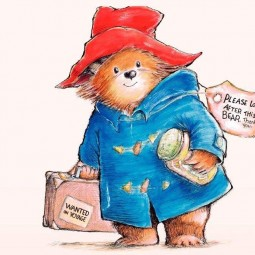 Медвежонок Паддингтон рисует