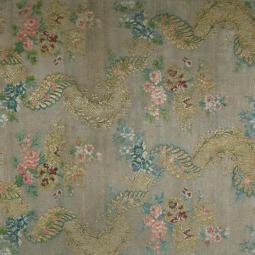 Выставка «Цветочный рай: ткани и вышивка»