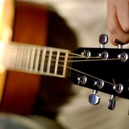 Видеоурок «Игра на гитаре»