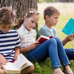 Книжная выставка «Будь всегда на связи с хорошими книгами!»