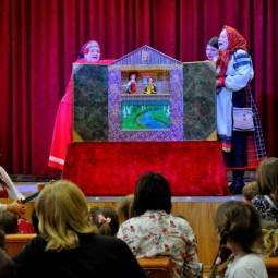 Спектакль фольклорно-этнографического «Театра на трех стульях»