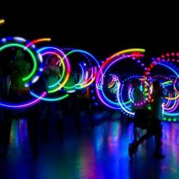 Видеоролик *Упражнения со светодиоными предметами,как изюминка праздика*