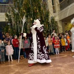 Новогодний утренник «Удивительные приключения Снегурочки и Марфуши с Петрушей»
