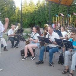 «Оркестр играет духовой»