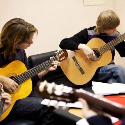 Онлайн-обучение кружка игры на гитаре «Аккорд»