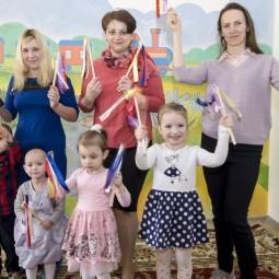 Фрагмент урока «Пальчиковая гимнастика. Платочек для мамы»