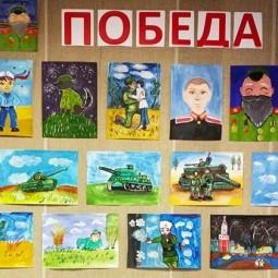 Выставка - память творческих работ кружка живописи «Радуга» и «Радужный мир».
