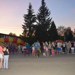 Праздничная дискотека «Зажигает молодежь»