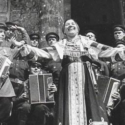 Кинолекторий «Женское лицо Победы. Колхозники, поэтессы, голоса Победы и артисты»
