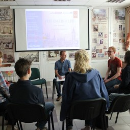 Занятия клуба английского языка Free english club